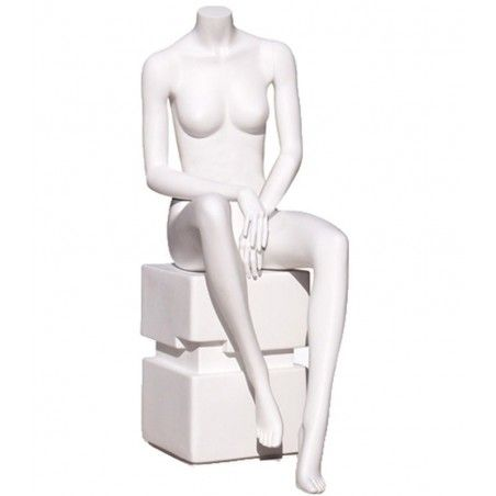 schaufensterfiguren-sitzend-damen