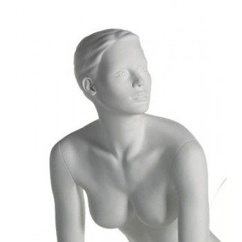Femme mannequin assis run ma-1