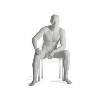Modello homme si sedette...
